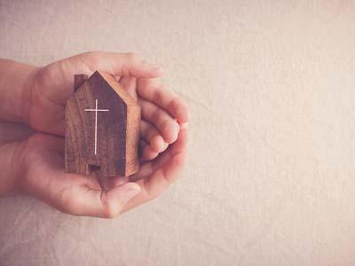 Hands-Holding-Church